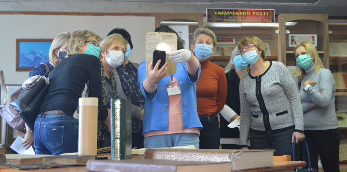 Библиотеку имени Олеся Гончара посетили завучи школ Херсонщины