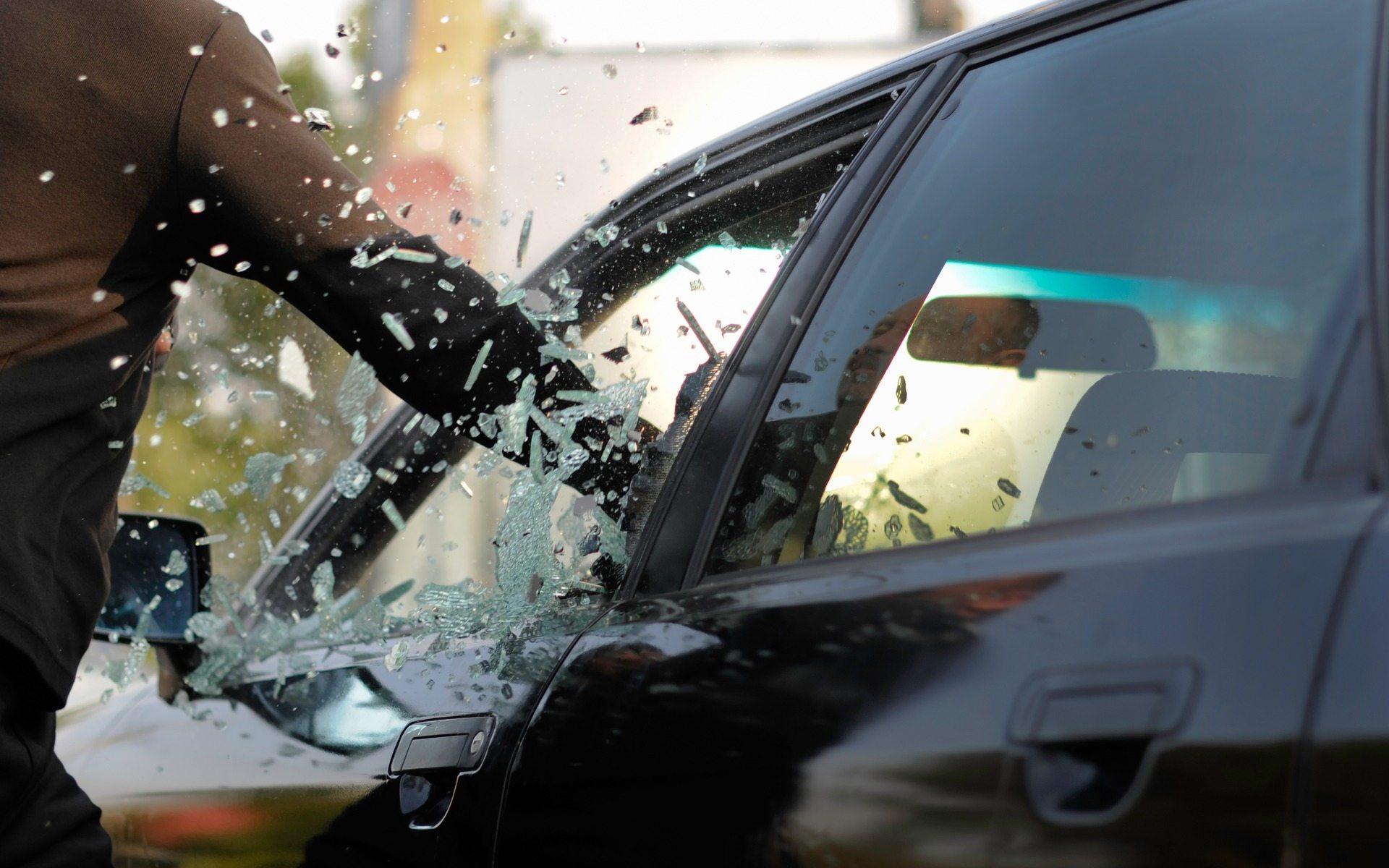 В Херсоне суд обязал мужчину заплатить женщине за повреждение автомобиля