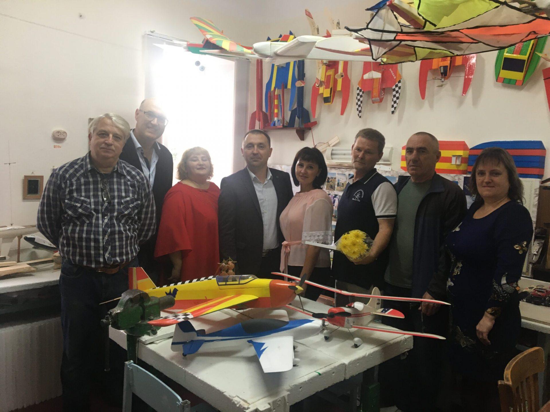 Освітяни Олешківського району приймали привітання з професійним святом