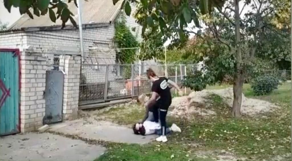 В Херсонській області поліцейські порушили кримінальне провадження щодо дівчат, що побили подругу