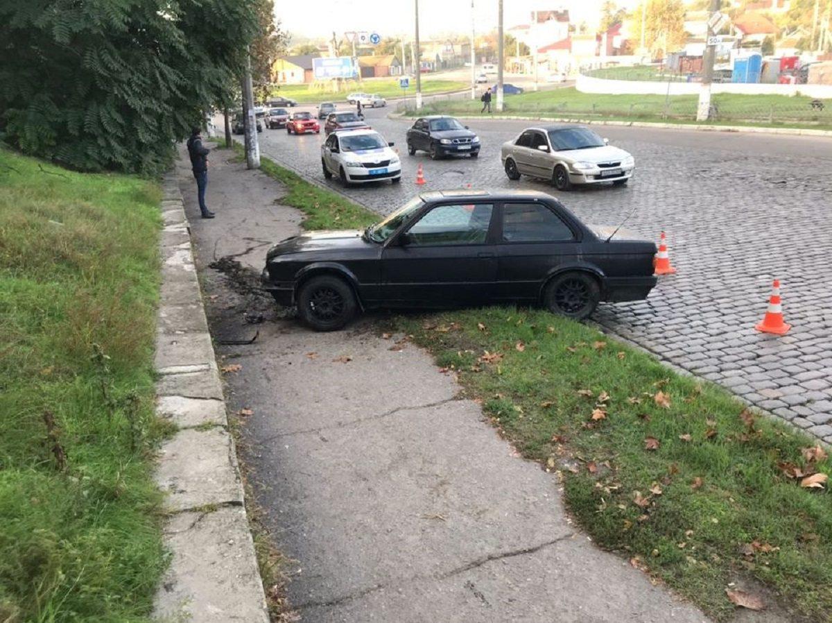 В Херсоне автомобиль сбил пешехода на тротуаре