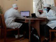 Студенти медичного факультету ХДУ допомагають медпрацівникам під час вакцинації