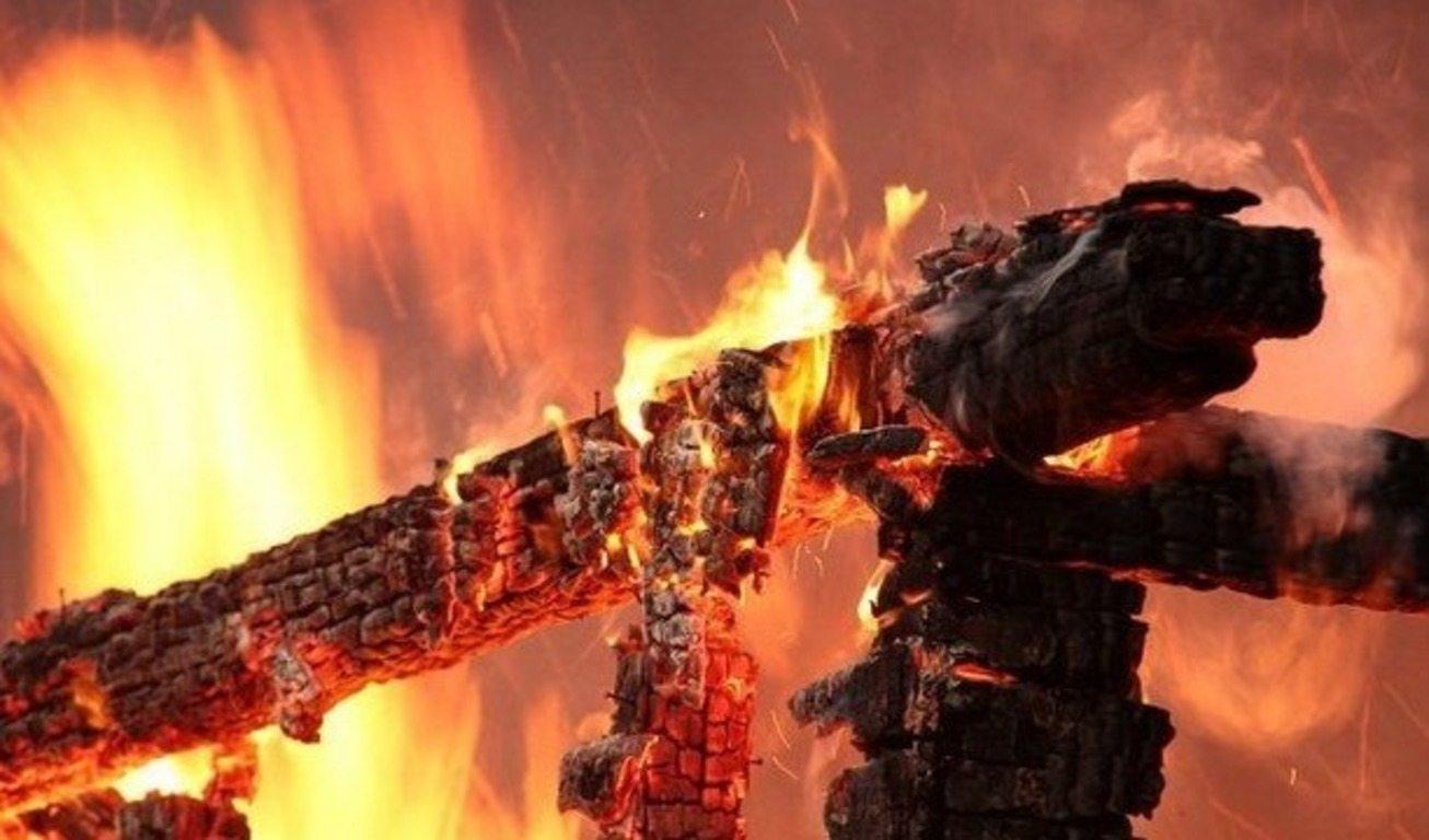 На Херсонщине погибшая в огне бабушка спасла дочь и трех внуков