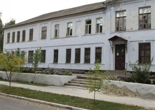 Здание бывшей каховской гимназии продавать не будут