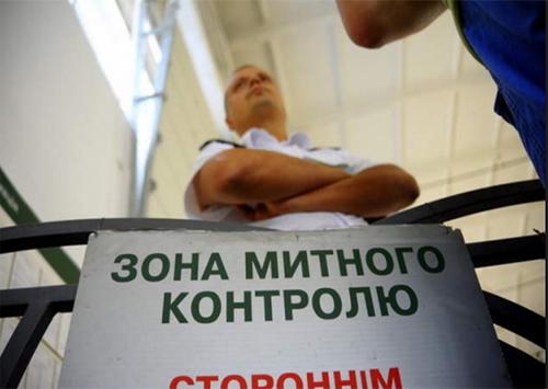 На адмінкордоні з окупованим Кримом збільшили кількість митників