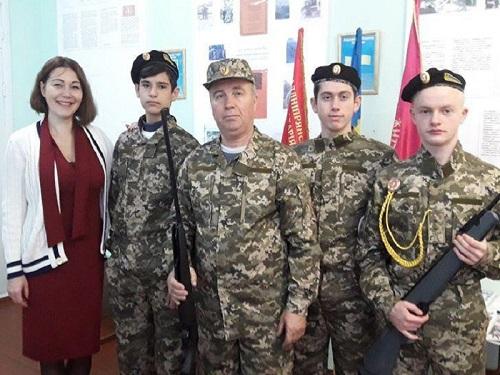Високопільські школяри отримали у подарунок пневматичні гвинтівки