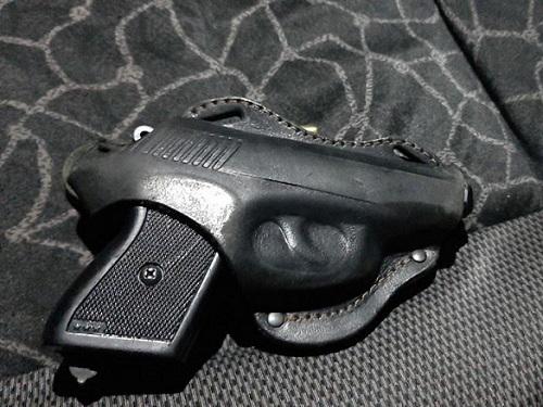 Херсонская полиция поймала ночью трех вооруженных правонарушителей