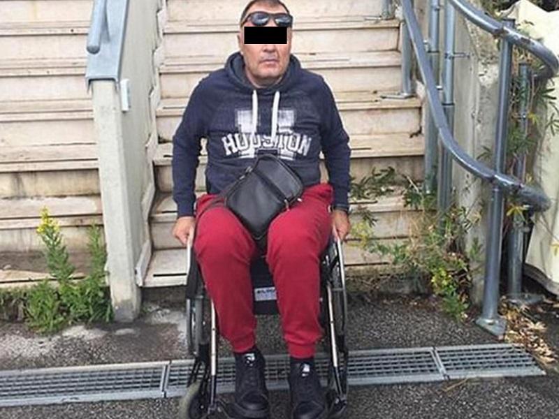 В Каховке полицейские задержали грабителя, который притворялся инвалидом на костылях