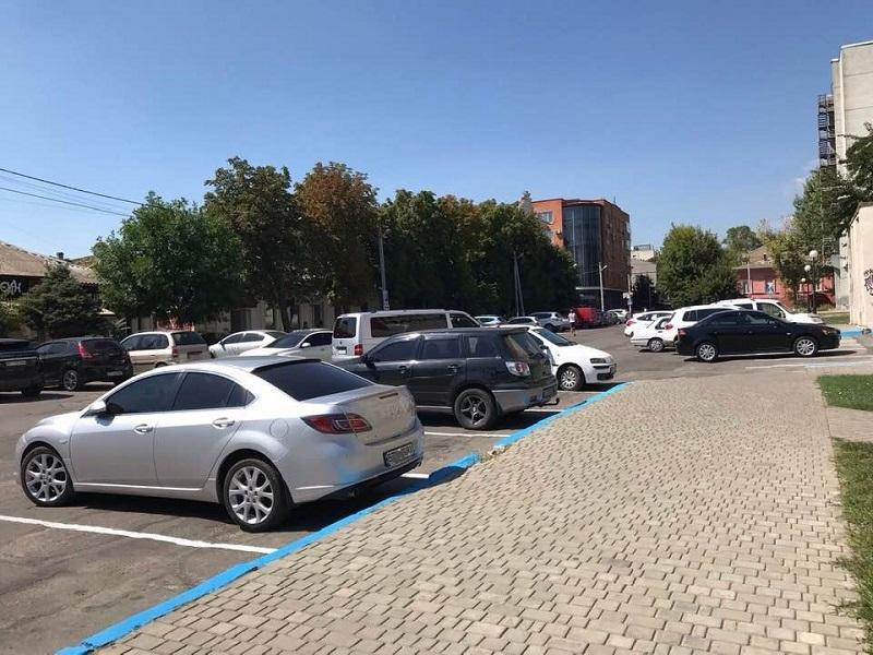 Що буде з парковками Херсона? Громадські обговорення та берлінський досвід