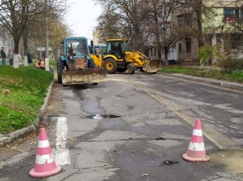 В Херсоні через аварію водогону перекрито рух транспорту