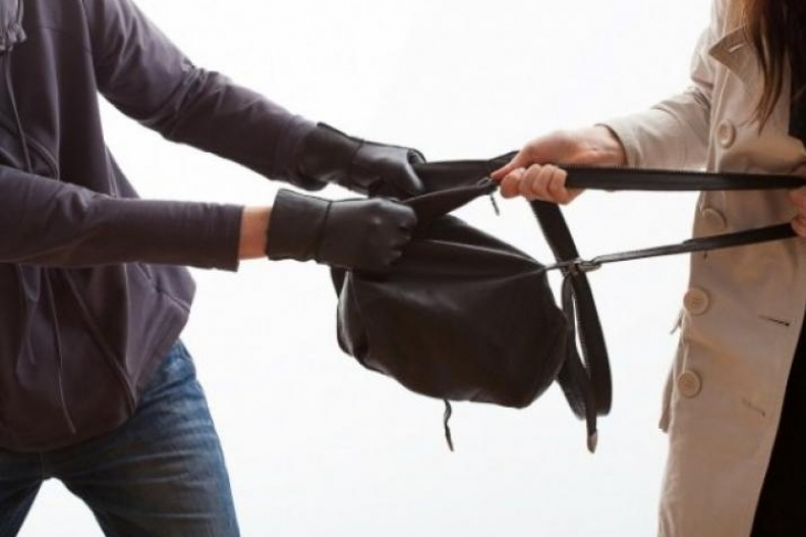 В Херсонській області за добу пограбували трьох жінок