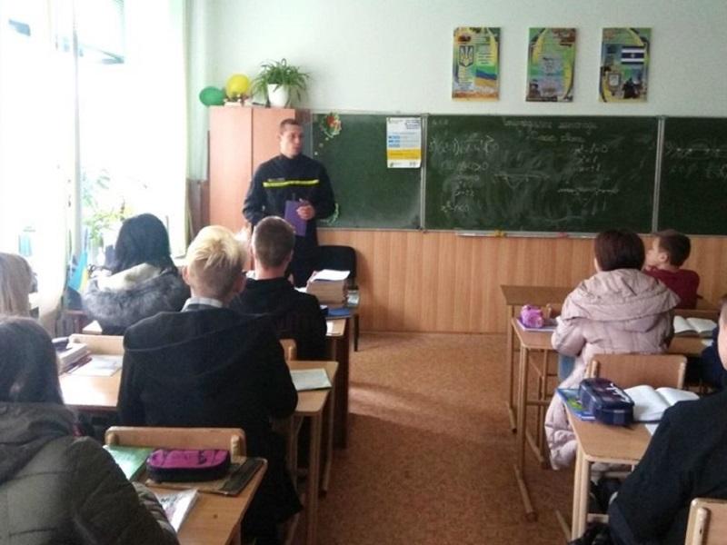 В Херсоні рятувальники організували зайняття з професійнального орієнтування для школярів
