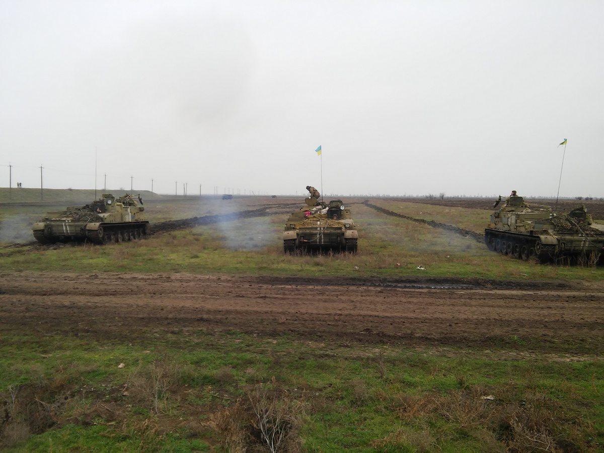 В Херсонской области военные учатся устанавливать минно-взрывные заграждения (видео)