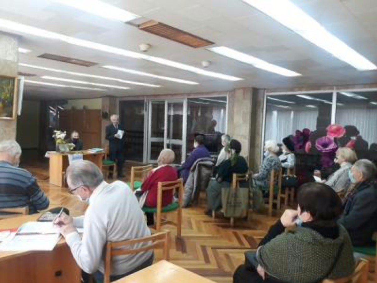 В библиотеке имени Гончара состоялось заседание литературной студии