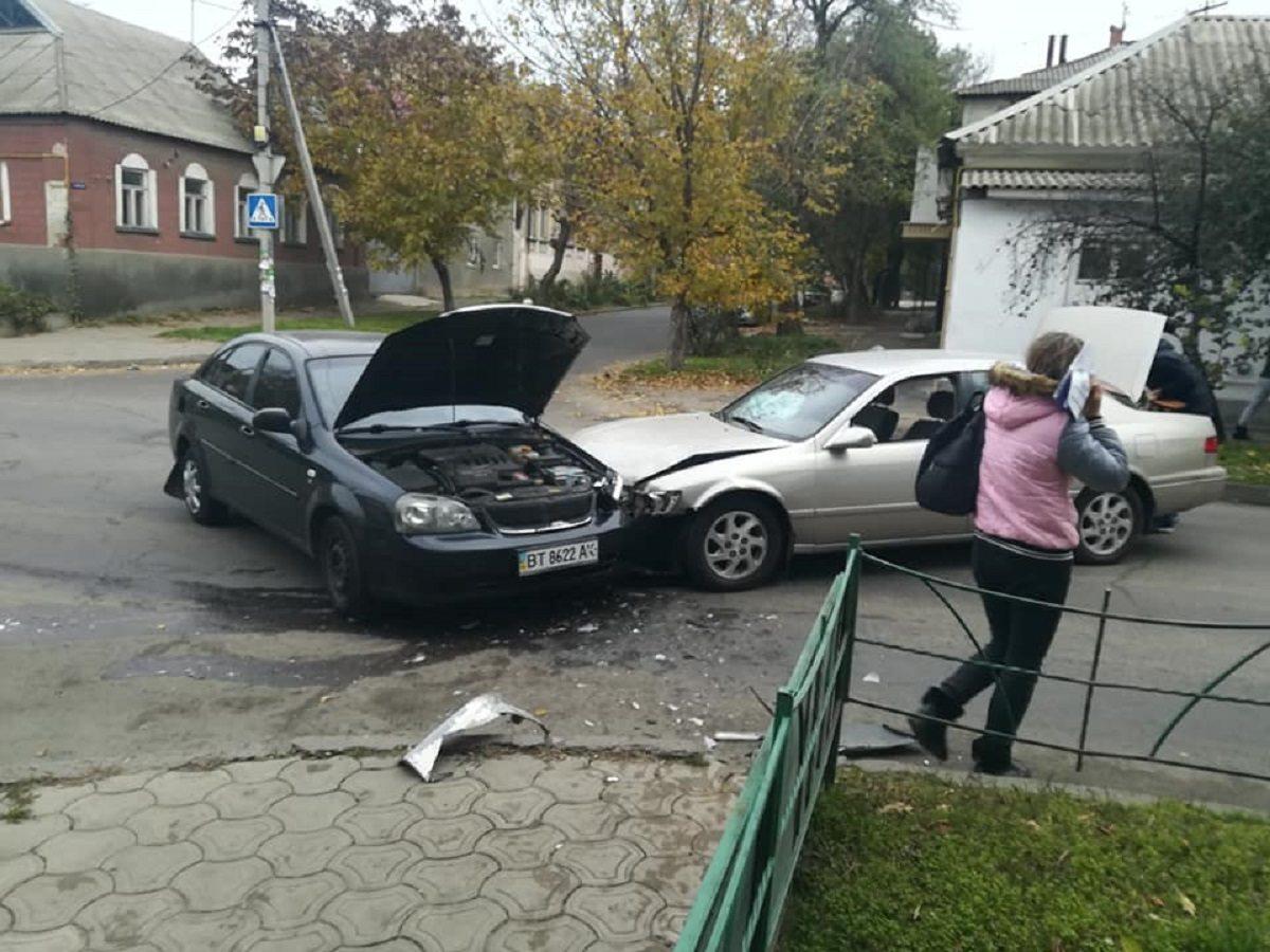 В Херсоне произошло ДТП на узком перекрёстке