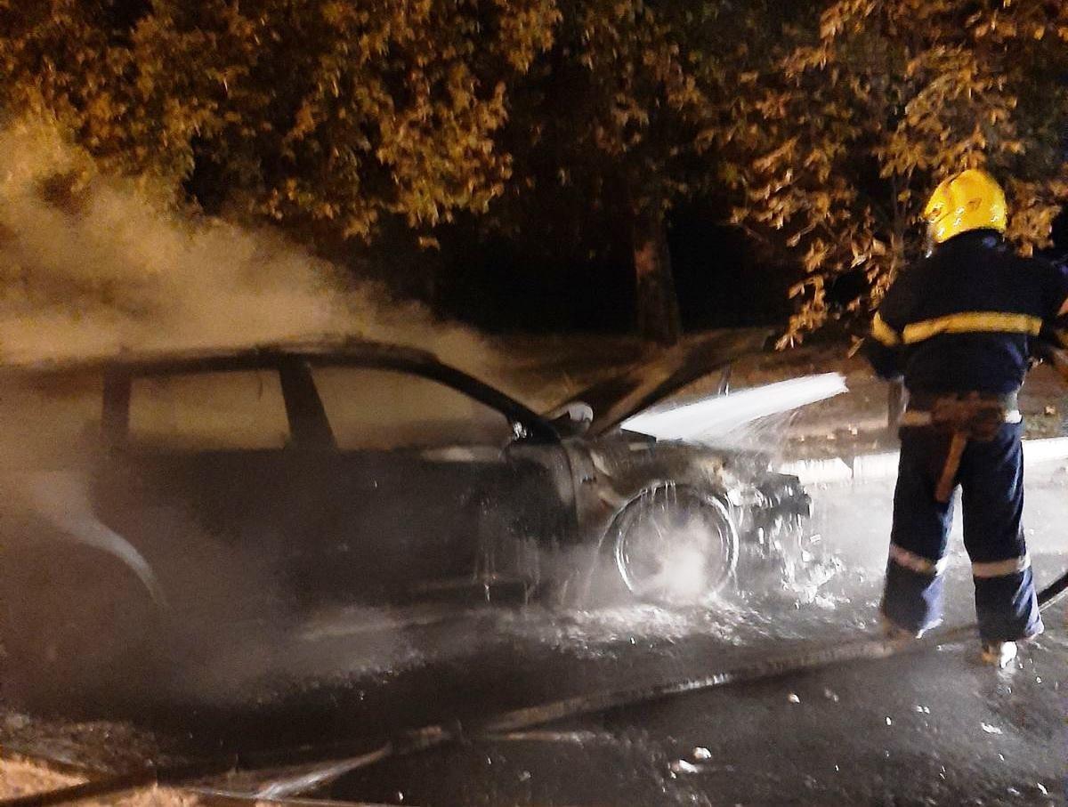 """В Новой Каховке ночью горел автомобиль """"Фольксваген"""""""