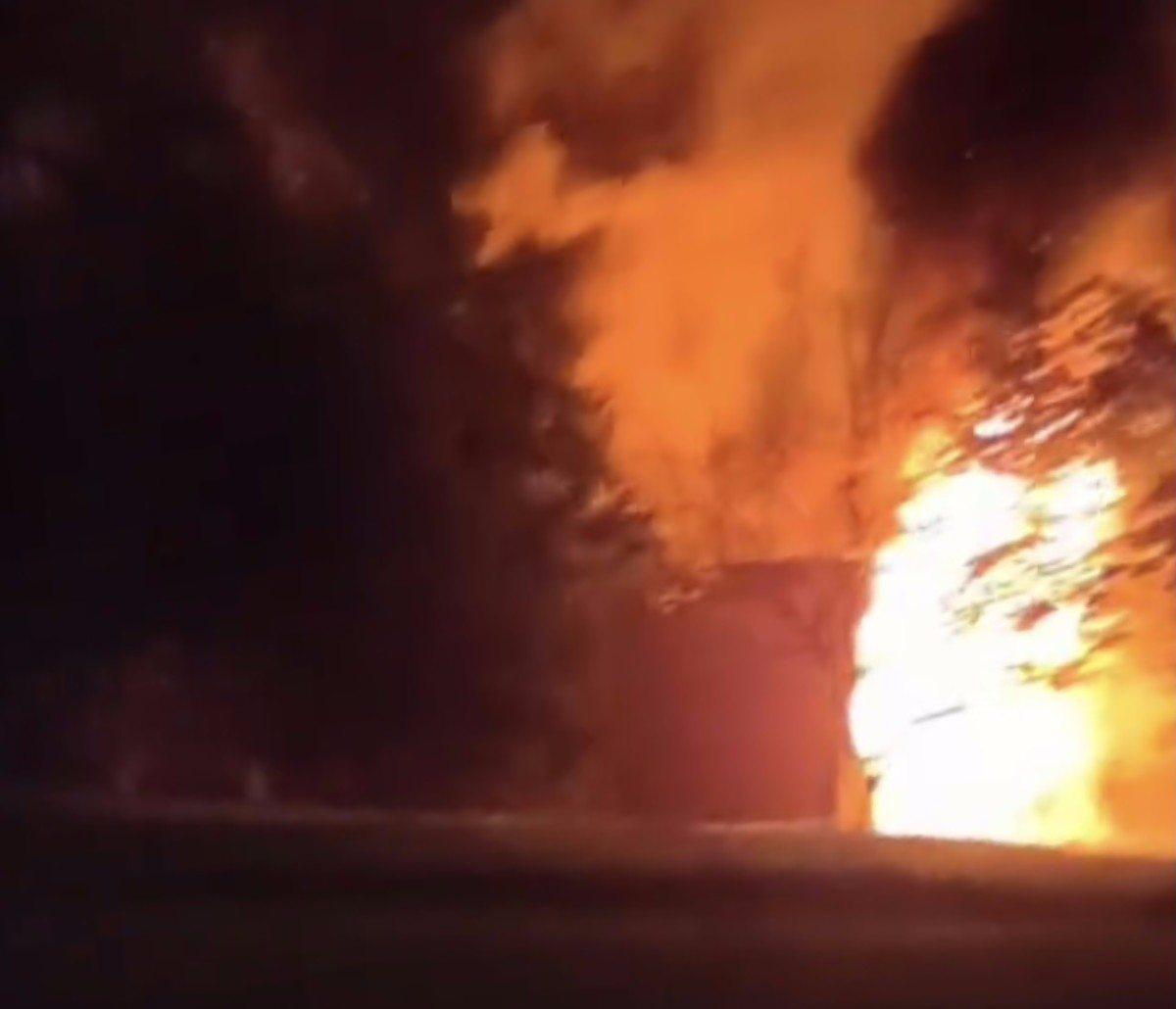 В Херсоне горел брошенный строительный вагончик