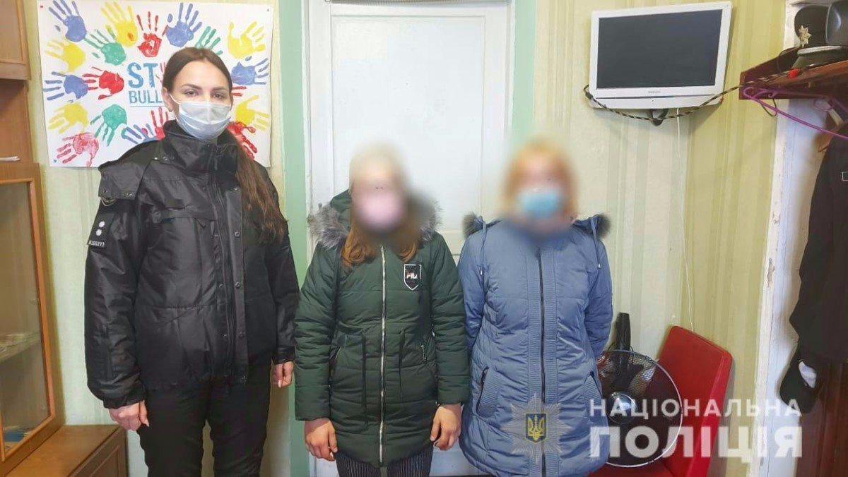 На Херсонщине полицейские вернули родителям двух беглянок из Бериславского района