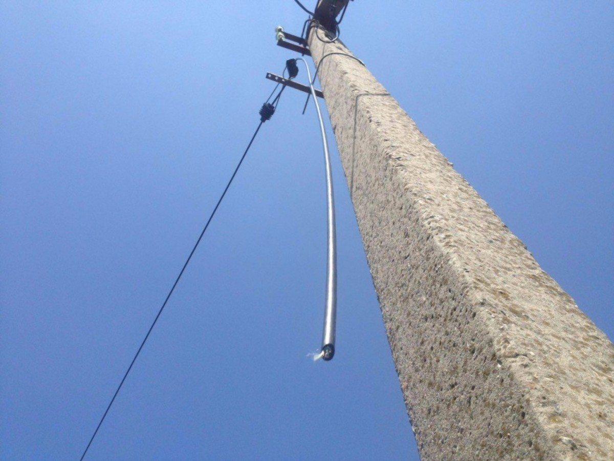 В Херсоне устраняют повреждения электрокабеля на улице Университетской
