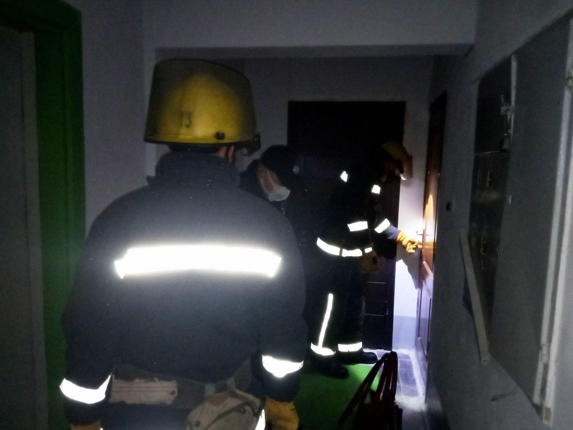 В Каховке спасатели помогли родственникам попасть в квартиру к больному пенсионеру