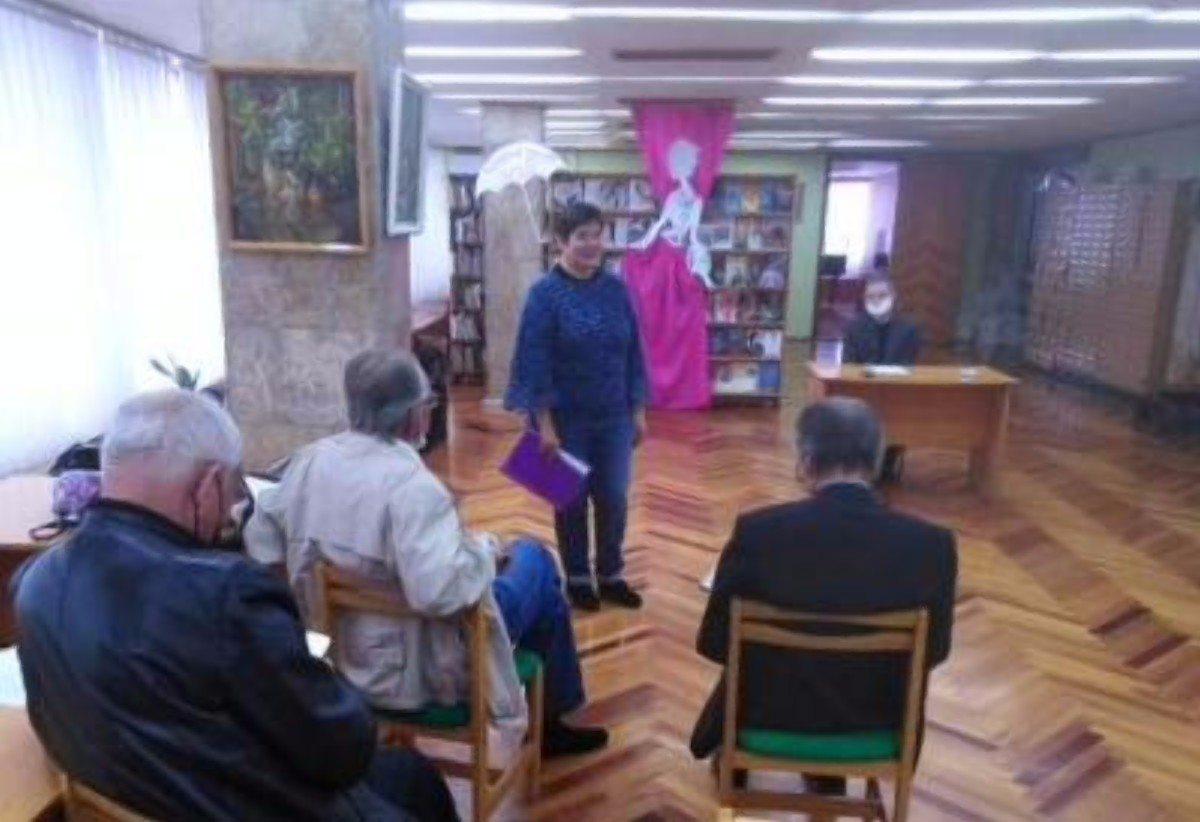 В Херсоне в библиотеке им.Гончара состоялось заседание литературной студии