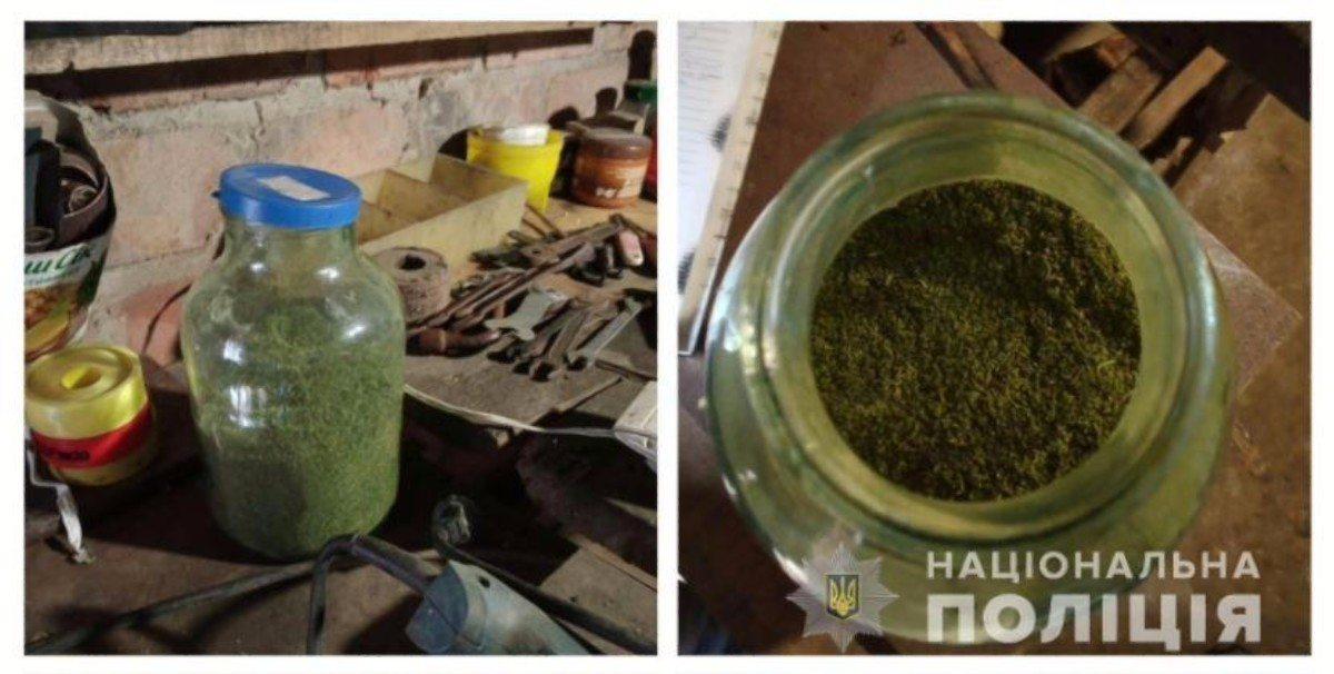 На Херсонщине полицейские изъяли у местного жителя более килограмма марихуаны
