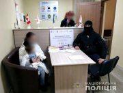 В Херсоне полицейские помогли беременной женщине с годовалой дочкой, которые стали жертвами домашнего насилия