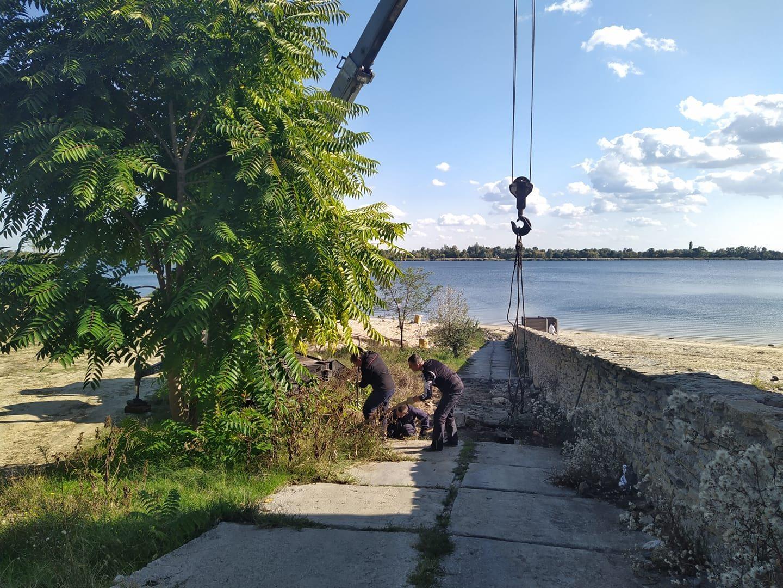 В Херсоне вывезли бетоные плиты с городского пляжа