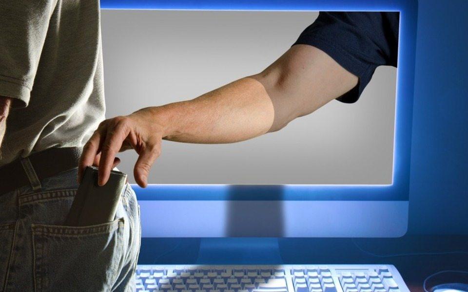 Мошенники через интернет обокрали жителя Херсонщины