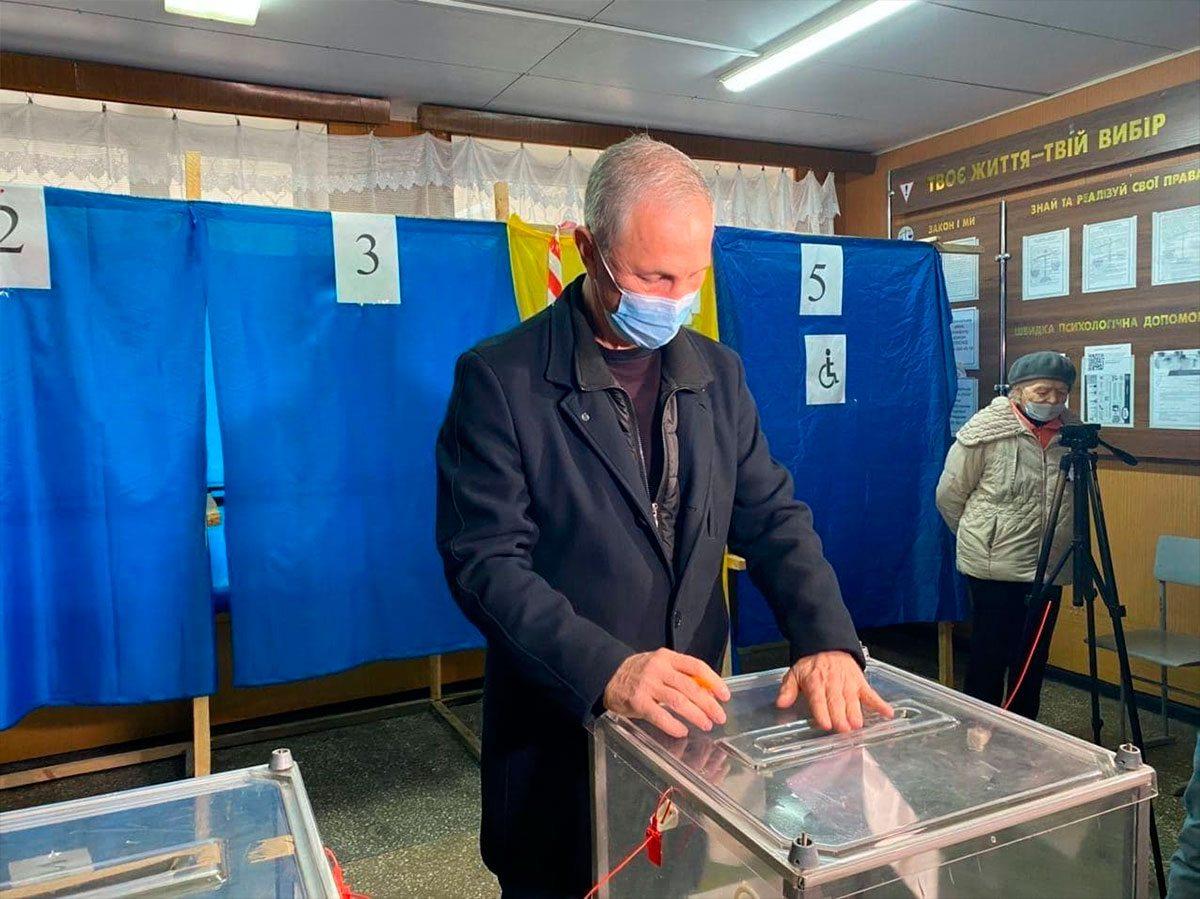 Сальдо в день голосования посетил один из первых храмов Херсона
