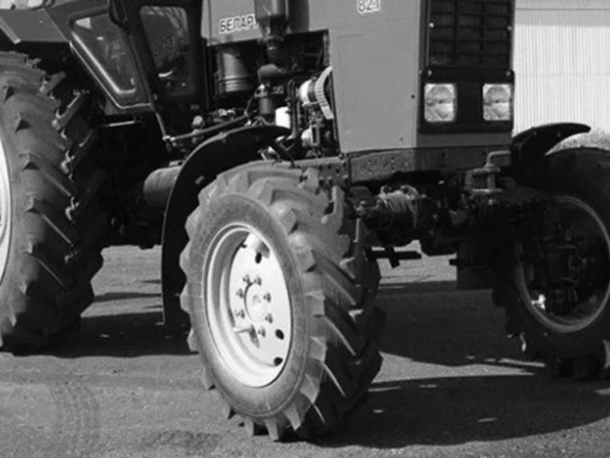 """На Херсонщине фермер на """"Тойоте"""" врезался в трактор"""