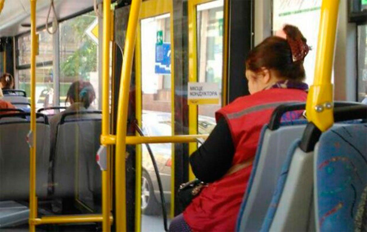 В херсонском троллейбусе травмировалась кондуктор