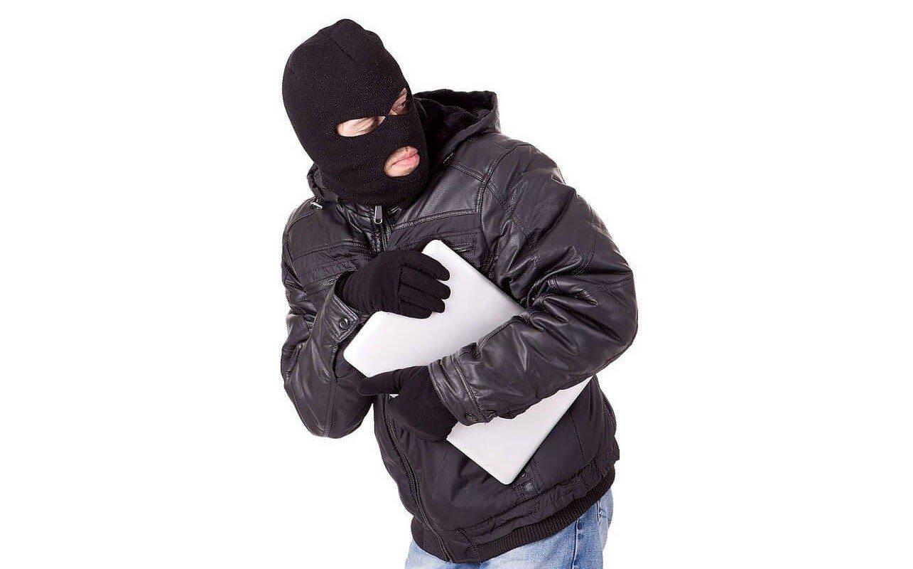 В Херсоне в офисе задержан подозреваемый в краже ноутбуков, выдававший себя за бездомного
