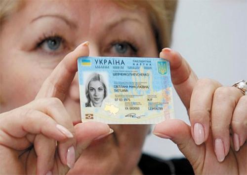 З 11 січня херсонцям  почали оформлювати нові «внутрішні» паспорти