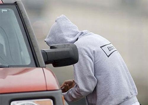 На Херсонщині чоловіки викрали автомобіль, щоб поїхати додому