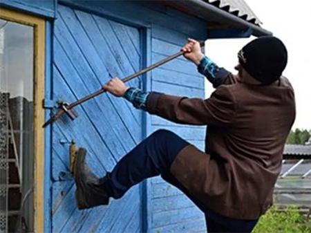 В сельских домах на Херсонщине шастают