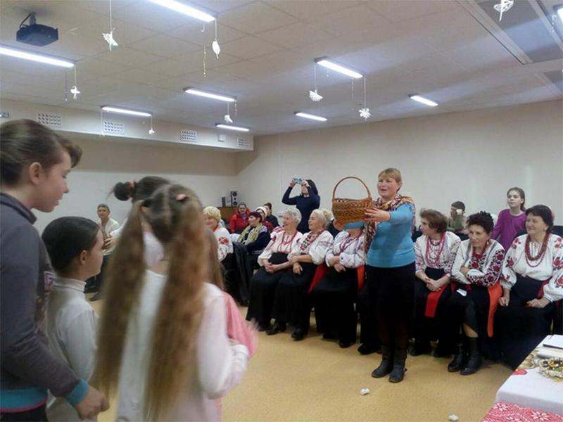 У херсонській школі: Святий Миколай іде, нам гостинці несе