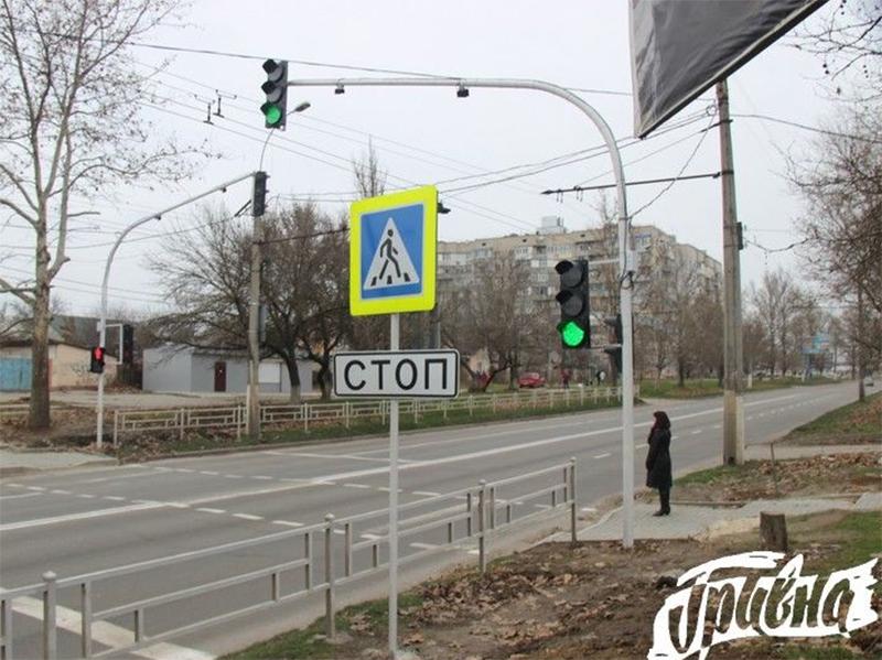 Этот светофор в Херсоне - очень к месту!