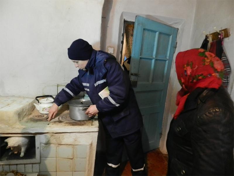 На Херсонщині рятувальники  провели рейд по обігріву житла у зимовий період