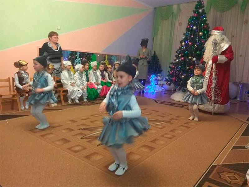 Хто здійснює новорічні мрії херсонської малечі