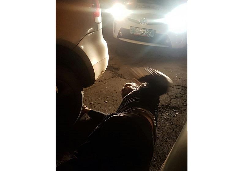 В Херсоне пьяный водитель смог уехать, несмотря на старания полицейских