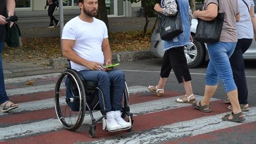 Херсонська міськрада і Центр надання адмінпослуг виявилися недоступними для інвалідів