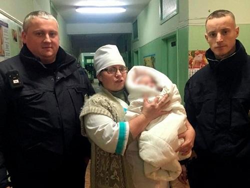 В Херсонской области нерадивая мать бросила младенца в коляске на улице