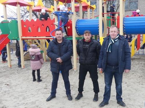 В Геническом районе открыли детский игровой комплекс, достойный областного центра