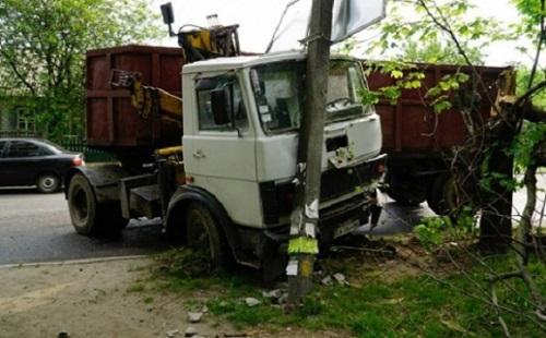 Минулого року на Херсонщині водії збили 76 електроопор
