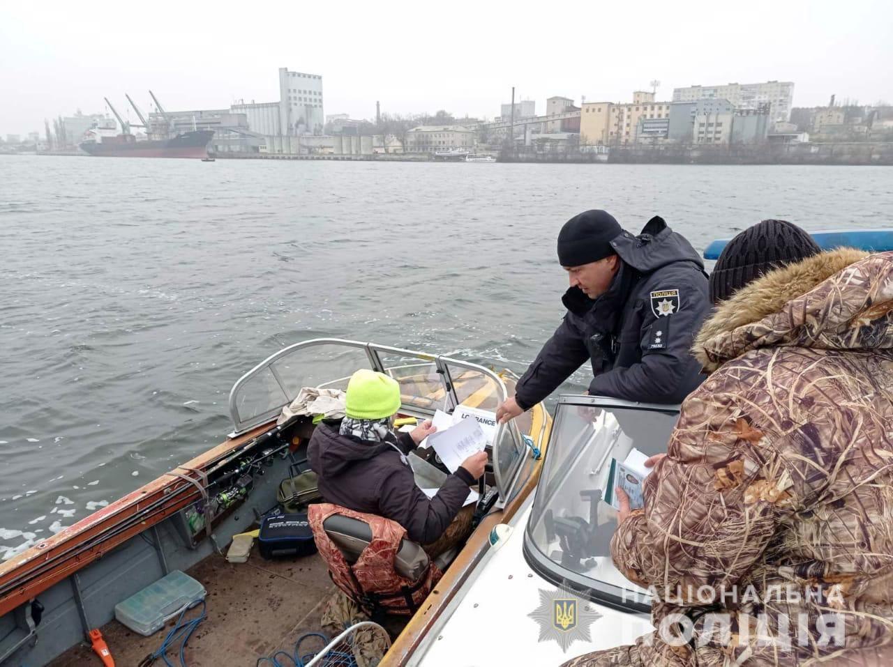 В Херсоне водные полицейские задержали 10 нарушителей запрета прекращения навигации