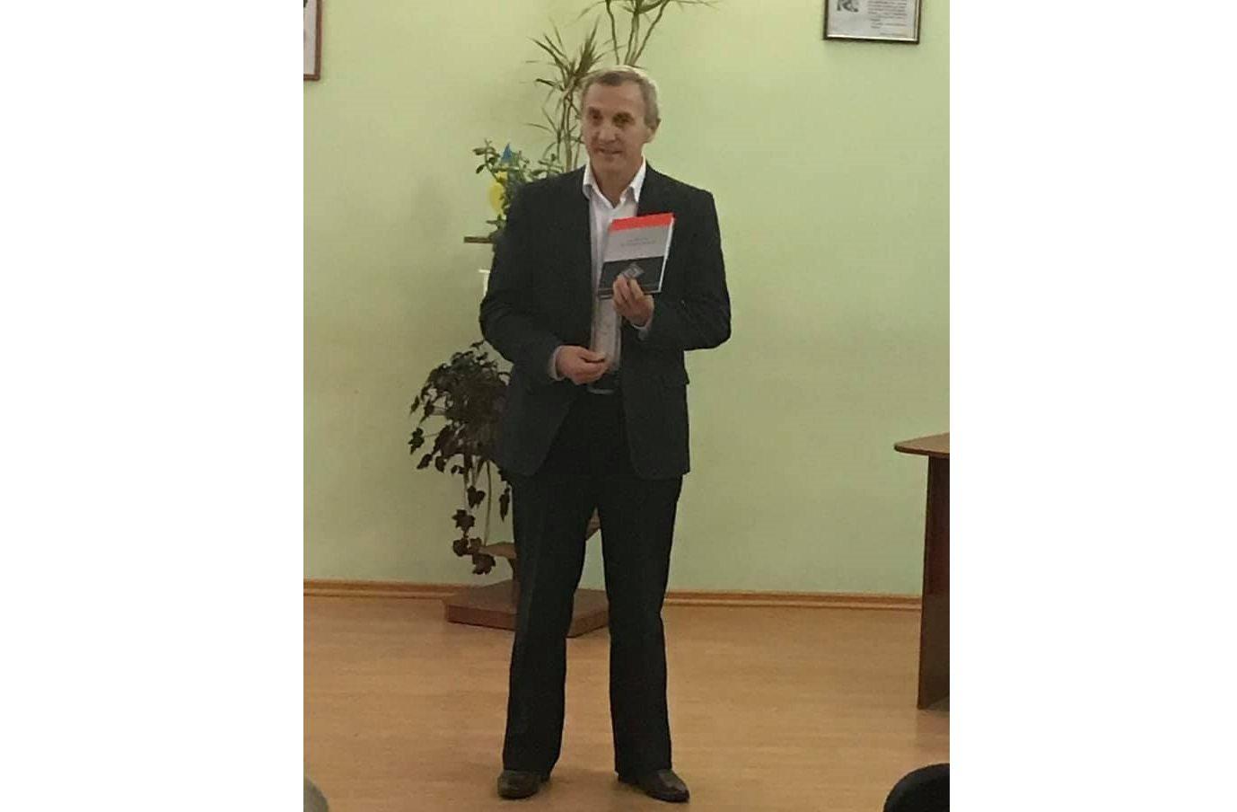 В Херсоні відкрилася виставка на честь ювілея відомого письменника