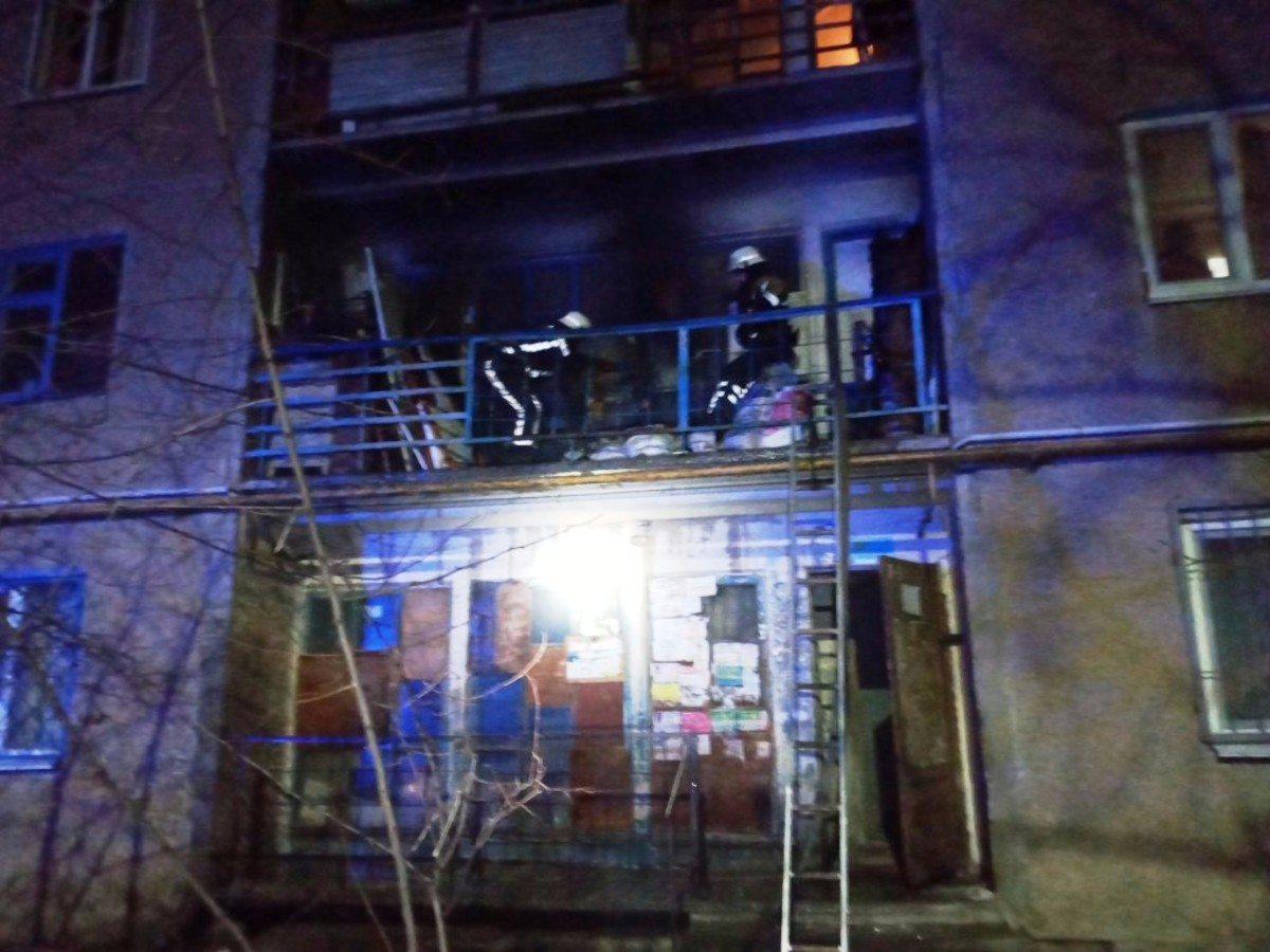 """В Херсоне спасатели потушили пожар балкона """"хрущёвки"""" на Шуменском"""