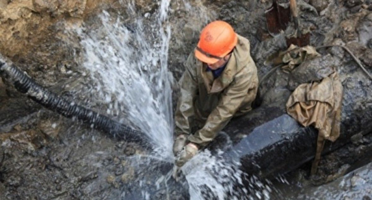 В Херсоне ликвидируют три аварии водопровода