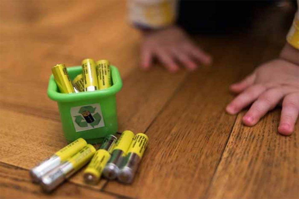 На Херсонщине девочка проглотила батарейку